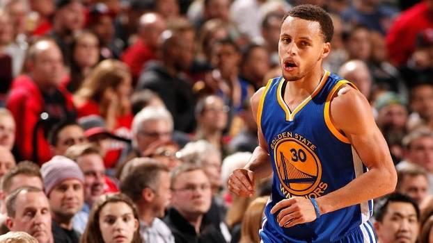 Stephen Curry comandou o Golden State Warriors contra o Portland Trail Blazers